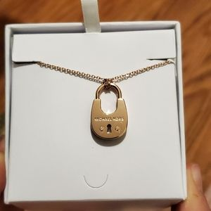 NWT Michael Kors knecklace